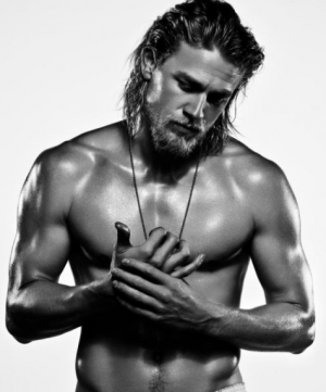 charlie-hunnam-shirtless-e1378224286130